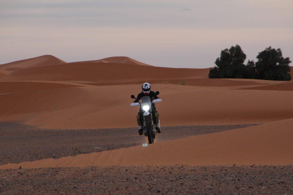 Sand ttraining sessionfor Caroline in the dunes of Erg Chebbi